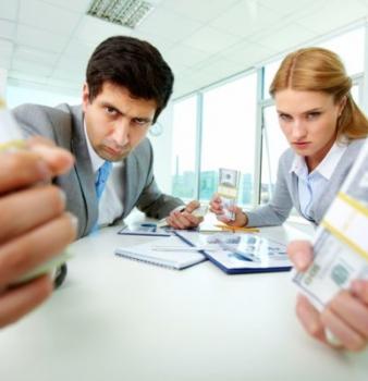 Assegno di mantenimento: finto licenziamento per eluderne la corresponsione